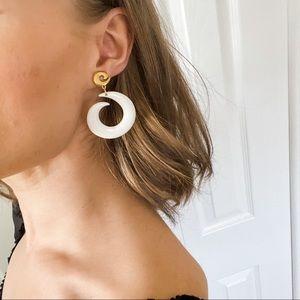 VTG Large White Swirl Gold Clip Dangle Earrings